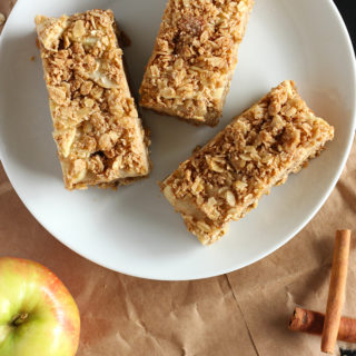 Everything you love about traditional apple pie, in an easy bar form! These Apple Oatmeal Bars are vegan AND gluten free, and will surely satisfy all your apple pie cravings.